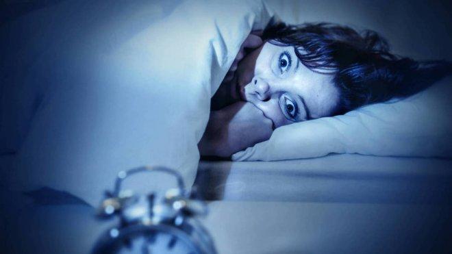 https://assets.roar.media/assets/wdZvHPSAQdfSKetT_el-truco-definitivo-para-dormir-bien-toda-la-noche-y-todas-las-noches.jpg