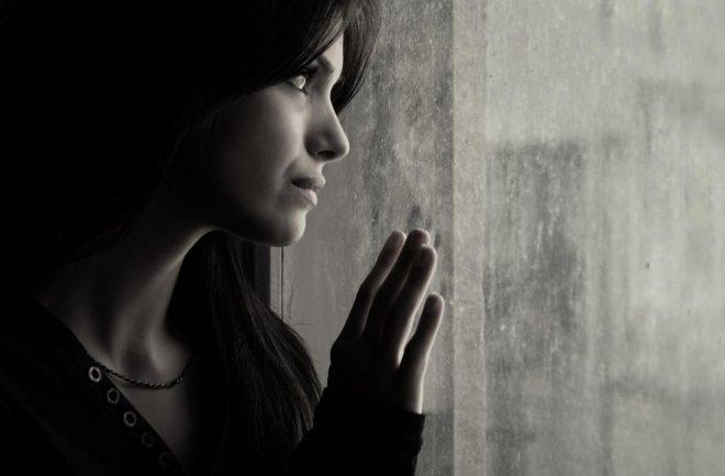 https://assets.roar.media/assets/xhv5iQ58vLLJq0Ea_a-sad-woman-looking-out-of-the-window.jpg