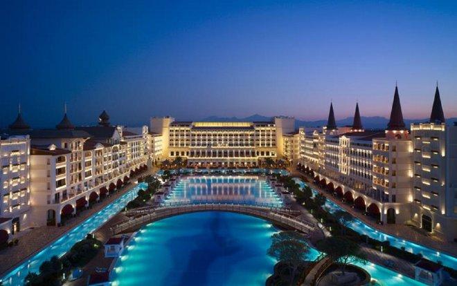 https://assets.roar.media/assets/zg4TUqRDWiNfk0AN_12-Most-Luxurious-Hotels-In-The-Entire-World-1a.jpg