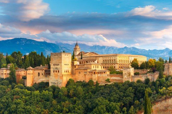 https://assets.roar.media/assets/zzoHuUZP4clErlA5_alhambra-palace.jpg